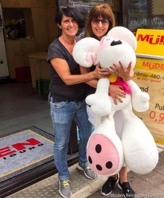 Bild des Monats Juli 2016, Trudel und Angela mit Diddlmaus in GHF
