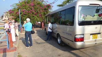 Bild: Touristenbus für die 1-wöchige Rundreise durch Sri Lanka