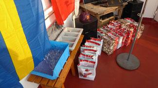 Bild: Die vielen Präsensbeutel auf unserem Segelschiff