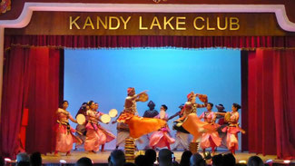 Bild: Sri Lankanische Tänze im Kandy Lake Club