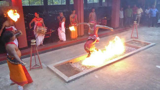 Bild: Tanz über das Feuer