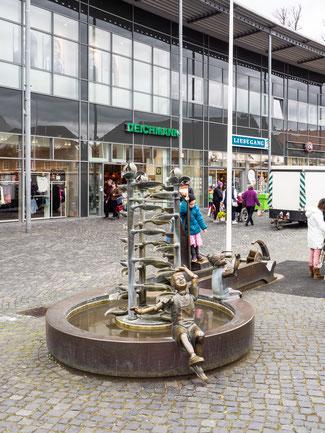 Bild: Der Schiffbrückenplatz mit seinem Brunnen in Rendsburg