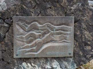 """Bild: Relief von Walter Kalot, ebenfalls am Illerursprung, mit dem Titel """"Geburt der Iller"""""""