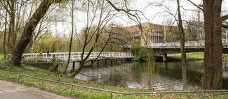 Bild: Hinter der Weißen Brücke hat die Stadtverwaltung seit 1983 im Neuen Rathaus ihren Sitz.