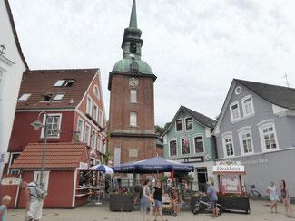 Bild: Rathausmarkt Kappeln mit ev. St. Nikolai Kirche