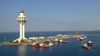 Bild: Blick beim Auslaufen aus dem Hafen von Jeddah auf den Suezkanal