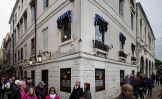 Bild: Harry´s Bar in Venedig, die durch Orson Welles, Truman Capote und Ernest Hemingway Weltruhm errang.