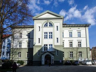 """Bild: """"Alte Schule"""" am Kirchplatz 7 in Immenstadt"""