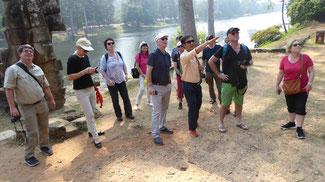 Bild: Unsere Gruppe mit dem kambodschanischen Reiseleiter Radet