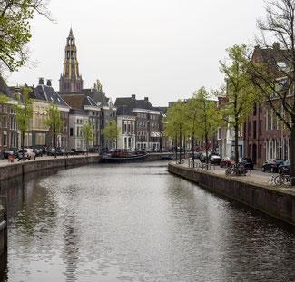 Bild: Der alte A-Hafen mit den beiden Straßen Hoge der A und Lage der A in Groningen