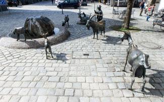 Bild: Geigenbrunnen in Ammenstadt auf dem Klosterplatz