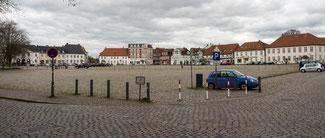 Bild: Foto des Paradeplatzes, der Mittelpunkt des 1690 bis 1695 errichteten barocken Festungsteils Neuwerk.