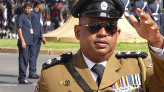 Bild: Hochdekorierter Soldat bei der Unabhängigkeitsdemonstration in Colombo