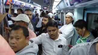 Bild: Überfüllte Metro in Dubai