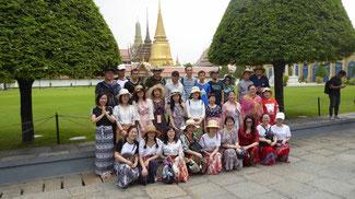 Bild: Reisegruppe vor dem thailändischen Königspalast in Bangkok