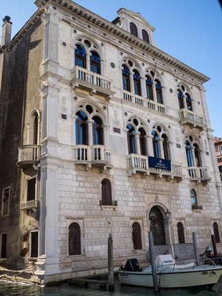 """Bild: Der Palast """"Palazzo Corner Spinelli"""" am Canal Grande in Venedig, einer der bedeutendsten Stadtpaläste"""