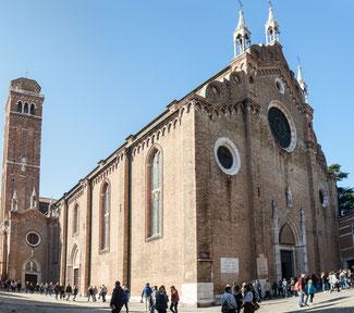 Bild: Santa Maria Gloriosa del Frari, der größte und bedeutendste gotische Sakralbau Venedigs.