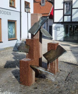 Bild: Brunnenanlage vor dem Marstallgebäude in Immenstadt