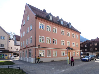 Bild: Alter Pfarrhof auf dem Kirchplatz 1 in Immenstadt