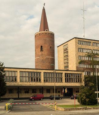 Bild: Piastenturm und Regierungsgebäude
