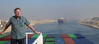Bild: Ich auf dem Containerschiff durch den Suezkanal