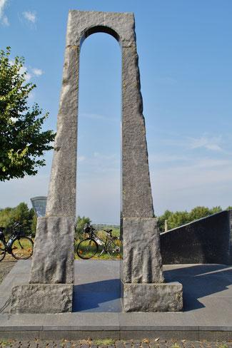 Monument an der Maas zwischen Grevenbicht & Berg in den Niederlanden