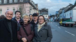 Der FDP-Kreisvorsitzende Ulrich van Bebber (l.) fordert mit der FDP Adenau eine Durchfahrtssperre für große LKWs.