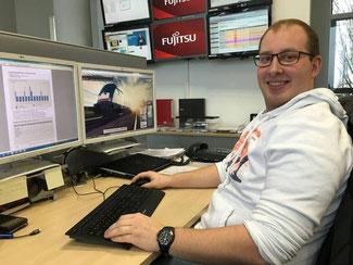David Jacobs an seinem Arbeitsplatz. Foto: Günther Schmitt