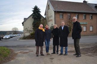 Ulrich van Bebber und Christina Steinhausen (von links) setzen sich mit der FDP dafür ein, mehr Geld in das Straßennetz zu investieren.