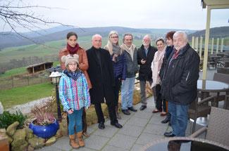Die Vertreter der FDP im Kreistag Christina Steinhausen und Ulrich van Bebber (links) informierten sich bei der Gemeinschaft pro Umwelt (von links nach rechts), Catherina Schöler, Rudolf Wilms, Wolfgang Dickmann, Elke Dahm, Vanessa Maur und Wolfgang Hurth