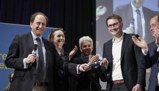 Der langjährige Europaabgeordnete Alexander Graf Lambsdorff übergibt den Staffelstab an Moritz Körner