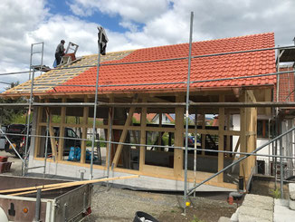 Fachwerk Garage - Dacheindeckung mit Betonsteinen.