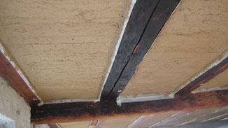 Lehmwickeldecke mit Unterputz abgezogen von unserem Kunden in Tuttlingen. Lehmwickel mit Lehm Unterputz abgezogen.