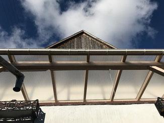 Balkonüberdachung in Balingen Stockenhausen. Holzkonstruktion aus Brettschichtholz ( BSH )Dacheindeckung mit Plexiglas Doppelstegplatten. Abstand der Dachsparren bei dieser Dacheindeckung ca. 100cm