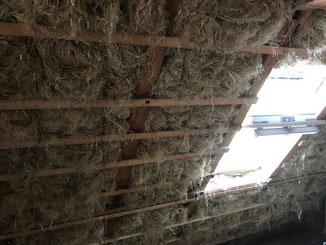 Zwischensparrendämmung mit Hanf Stopfwolle im Bauernhaus