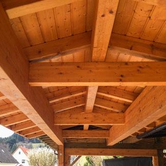 Überdachung aus Holz