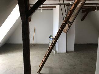 Renovierungsarbeiten in Balingen, Bodenbelag aus einer Lehm Kasein Mischung.