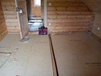 Bodenaufbau im Blockhaus mit Holzfaser-Dämmplatten
