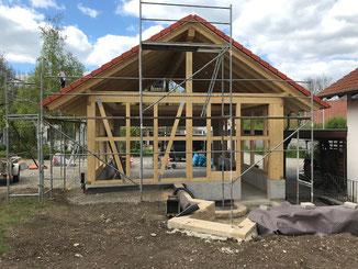 Garage in Balingen Erzingen in Fachwerk Bauweise. Dacheindeckung mit Beton Dachsteinen.
