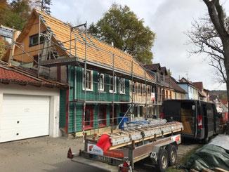 Komplettsanierug Dachstuhl mit Dacheindeckung in Albstadt - Tailfingen. Die Dachkonstruktion wurde verstärkt, es wurden neue Dachgiebel eingebaut.