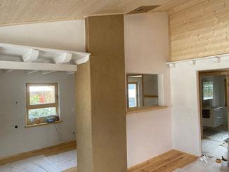 Innenausbau mit Holz und Lehm
