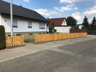 Dachsanierung und neuer Gartenzaun aus Kastanienholz in Balingen.