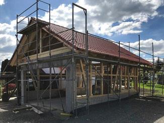 Garage mit Satteldach und Fachwerk