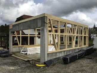 Für die Garage in Balingen Erzingen durften wir schöne Fachwerkwände erstellen. Das ist in jedem Fall eine nachhaltige Konstruktion.