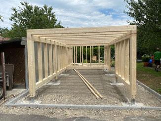 Flachdach Carport in Jungingen. Wir durften für den Bauherren die Holzkonstruktion planen und erstellen. Alle weiteren Arbeiten übernimmt der Bauherr selbst.
