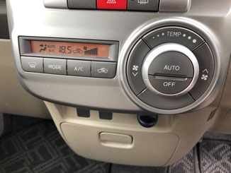 車のエアコンの操作パネル