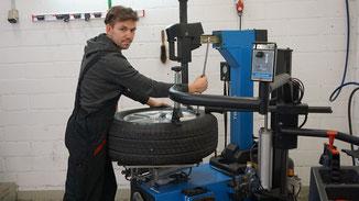Marco Rennhard  Automobilfachmann Garage Bigler Stetten Aargau