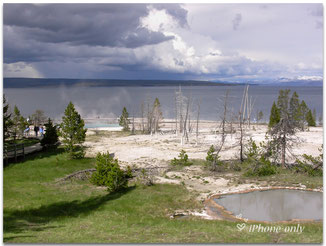 West Thumb Geyser Basin aan Yellowstone Lake
