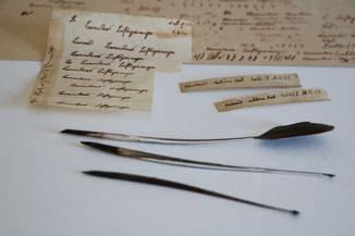 Schreibübungen mit Tinte und Feder. Alte Titelschilder für Einbände im Stil der Zeit.