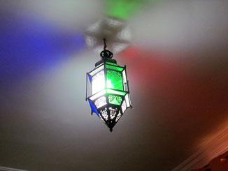 lumières de couleurs  de la chambre d'hotes coriandre, riad maison d'hotes hôtel le jardin des épices à Taroudant, maroc